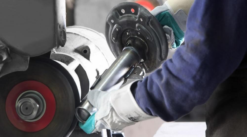 Pulidoras manuales, pulidoras automáticas para piezas redondas y robots de pulimento para operaciones de pulido y brillo